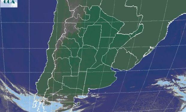 La foto satelital permite apreciar el vasto despliegue de cielos despejados en buena parte de las zonas productivas del sudeste de Sudamérica.