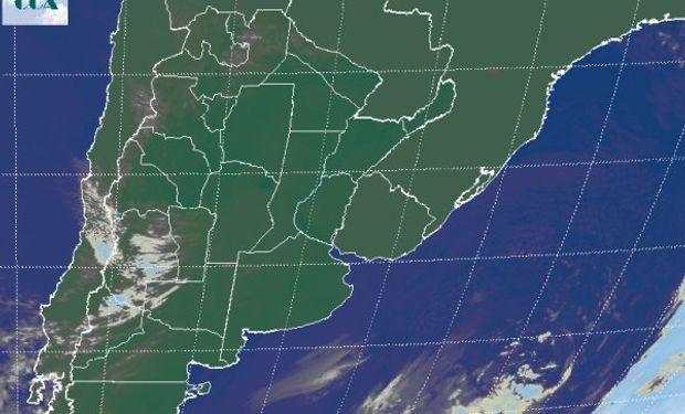 La foto satelital revela la presencia de un sistema de alta presión sobre el centro del país.