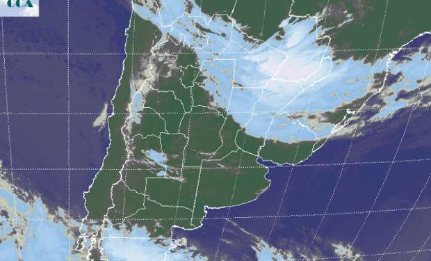 La foto satelital muestra un importante nivel de actividad en el extremo noreste del país y el sur de Paraguay.