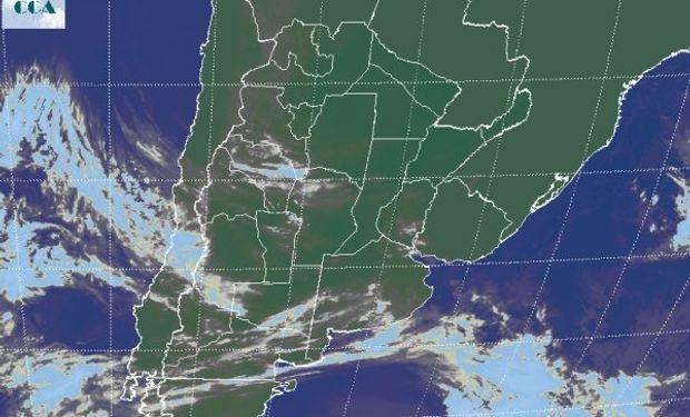 La foto satelital presenta el tránsito de perturbaciones que avanzan desde el oeste.