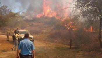 Córdoba: avanzan los incendios y entidades rurales brindan asistencia a productores afectados