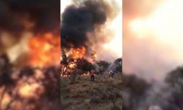 """""""Es impresionante, nos va a encerrar el fuego"""": duro video en pleno avance de los incendios en Córdoba"""