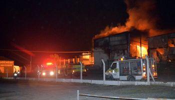 Un incendio destruyó la fábrica de una reconocida empresa de embutidos