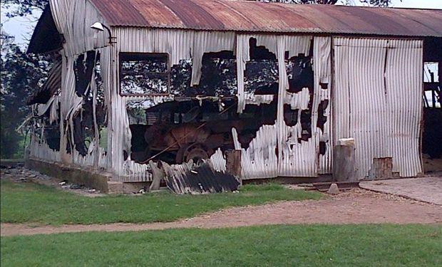 En un confuso episodio, vándalos atacaron el sábado una propiedad rural cercana a la ciudad de Laboulaye. Foto: @matiaslongoni vía Twitter