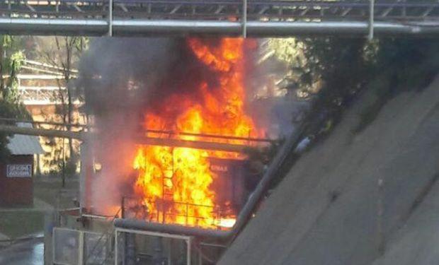 Incendio en Bunge: tomó fuego una torre de enfriamiento y el foco ígneo está controlado.
