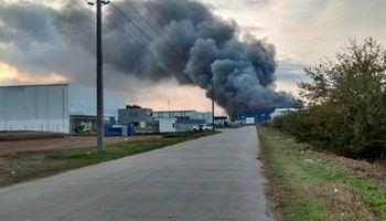 Fotos: impresionante incendio en un frigorífico de Pilar