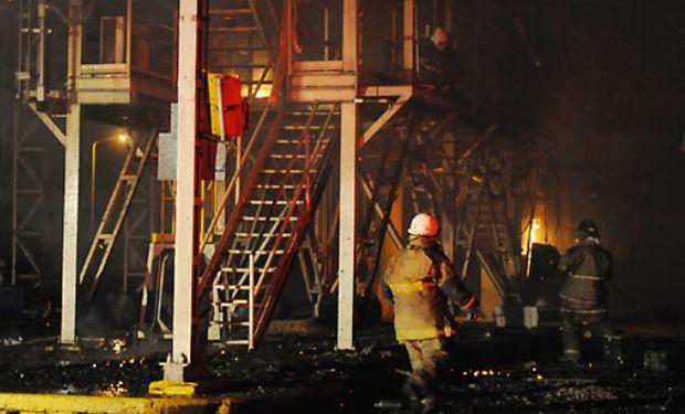 Ocho unidades de bomberos trabajaron para apagar el fuego.