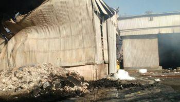 Fuerte incendio en una algodonera ubicada al norte de Santa Fe