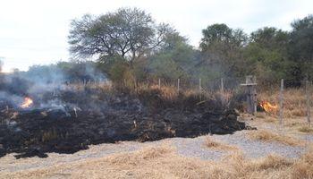 Sospechan de la intencionalidad de un incendio en el campo de un dirigente rural de Santiago del Estero