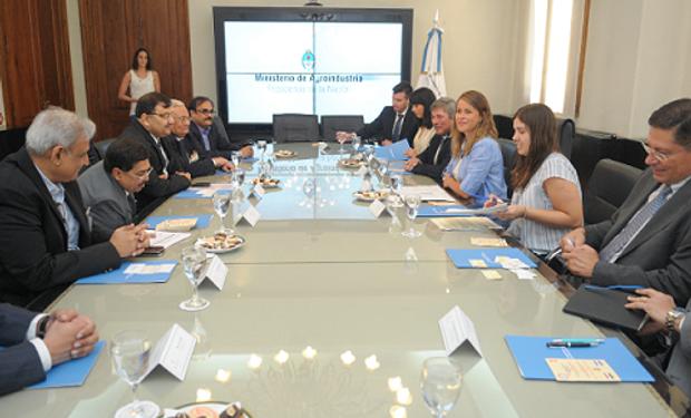 Se analizaron las posibilidades que cuenta nuestro país para aumentar la inserción de productos argentinos con valor agregado como el aceite de soja, legumbres y frutas entre otros.