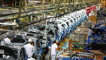 El Gobierno anunció que seguirá ayudando a las empresas con sueldos y créditos