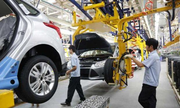Según el Indec, la industria cayó 1,1% en octubre