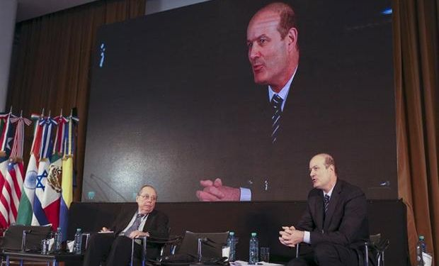 Calvo y Sturzenegger, ayer, durante un panel de las jornadas. Foto: BCRA