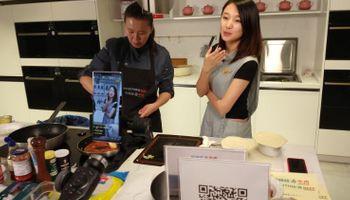 """En China, """"influencers"""" transmitieron una clase de cocina con carne argentina"""