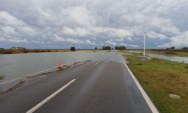 """El Gobierno debió """"redireccionar fondos"""", para recuperar las rutas perjudicadas por las inundaciones."""