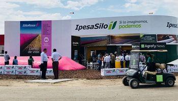 IpesaSilo tiñe de rosa el campo con una propuesta solidaria