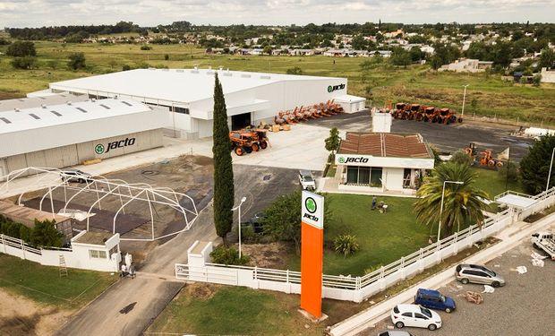 La primera fábrica de máquinas agrícolas de Jacto fuera de Brasil es la de Argentina.