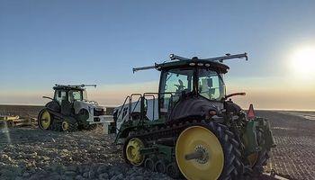 Tractores sin conductor que trabajan las 24 horas del día: el plan de John Deere tras anunciar la compra de Bear Flag