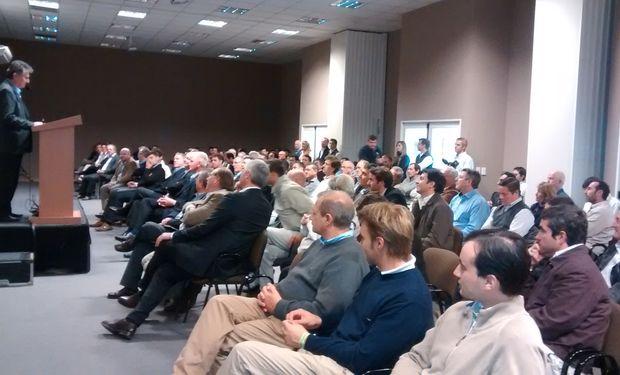 Autoridades presentes en la inauguración del Centro de Entrenamiento John Deere.