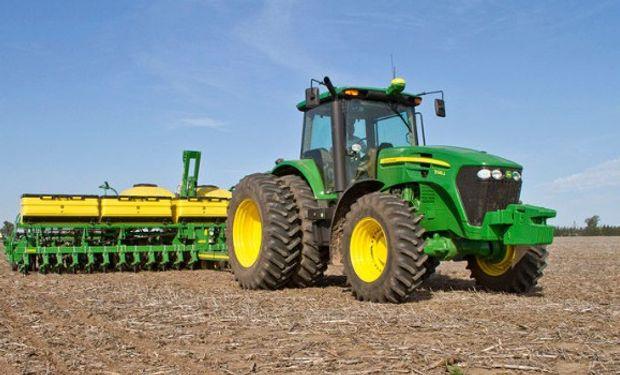 John Deere anunció la nacionalización de la línea de producción de su serie de tractores 7J.