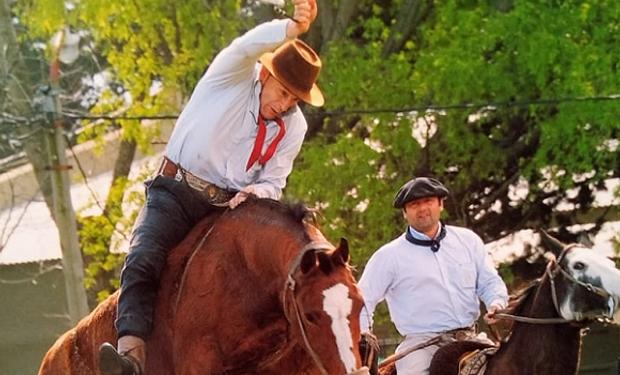 """Jorge Aristegui, el """"Maradona"""" de las domas que montó al caballo que mató a su hermano: ahora hace arreglos para sobrevivir"""