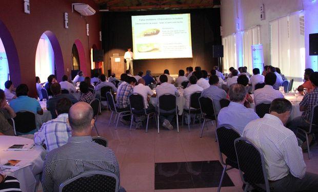 Del encuentro participaron más de 100 personas entre las que se encontraban productores, asesores, distribuidores y representantes de Dow AgroSciences.