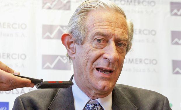 El economista Juan Llach advirtió que esa caída se produjo debido a las trabas al sector.