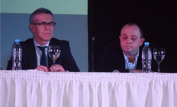 De izquierda a derecha: Julio Calzada y Martín Melo (Moderador del panel)