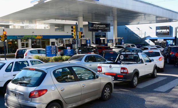 """Se congeló el precio de los combustibles ante """"la abrupta variación reciente del tipo de cambio y el contexto económico y social imperante""""."""
