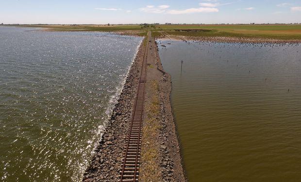 La importancia de recuperar el tramo de vía que pasa sobre la laguna La Picasa es fundamental para las economías regionales.