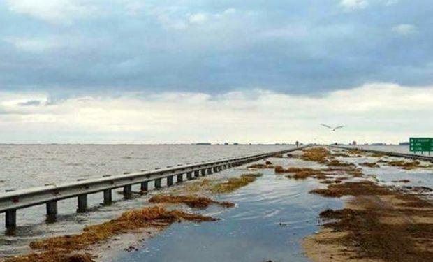 Buscan evitar el colapso del espejo de agua que provoca inundaciones en el sur de esa provincia.