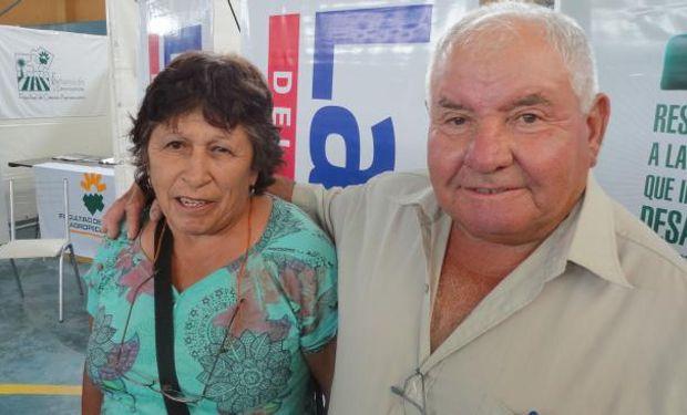 """José """"Coco"""" Cabrera junto a su esposa Cristina. Vivencias de un pequeño ganadero del norte cordobés (Juan Carlos Vaca). Foto: La Voz"""