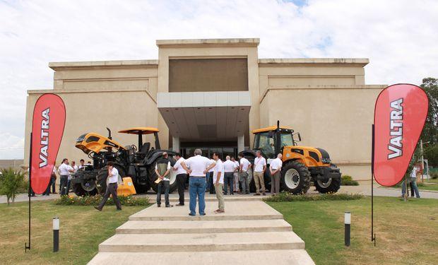 Se llevó a cabo la presentación de los nuevos cinco modelos de tractores Valtra