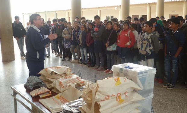 """Los otros ganadores pertenecen a la Escuela de Educación Técnica Nº 3167 """"José Monaldi"""", de Las Lajitas, provincia de Salta."""