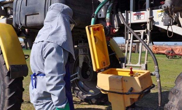 Al realizar el lavado, el operario debe utilizar el equipo de protección personal completo, para evitar riesgos.