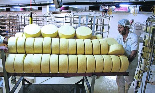 Precio de la tonelada de quesos bajó 35%
