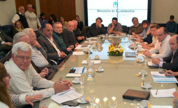 Del encuentro participaron más de 20 representantes de la producción e industria láctea.