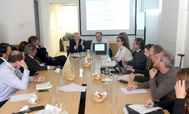 Bernaudo y Negri al presentar el proyecto en el INASE.