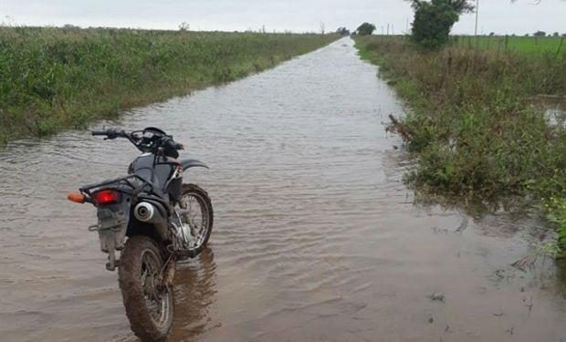 Caminos rurales luego de la lluvia en la localidad de Esperanza.