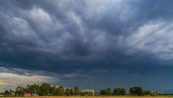 Pronóstico del tiempo: renovaron el alerta por tormentas intensas en 5 provincias