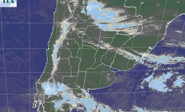 La foto satelital permite apreciar coberturas nubosas de muy pobre desarrollo.
