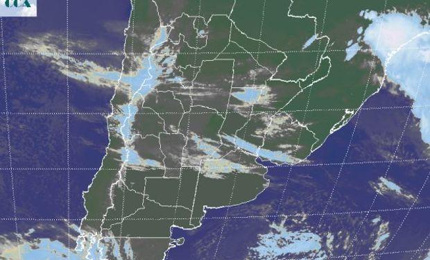 En el recorte de imagen satelital, podemos apreciar el tránsito de nubosidad que afecta gran parte de la franja central.