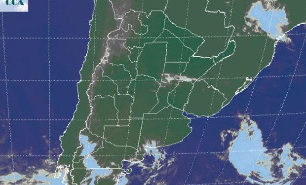 En el recorte de imagen satelital, se aprecia un importante dominio de cielos con escasa nubosidad.