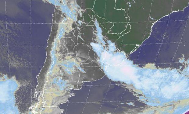 Sistema frontal asociado a condiciones de mal tiempo establece una clara posición.