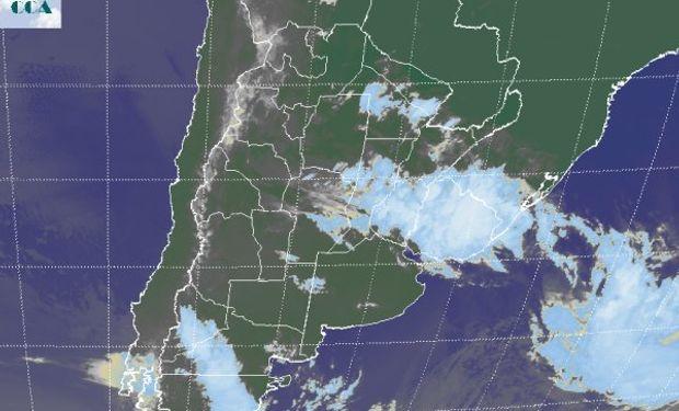En la foto satelital se pueden apreciar las coberturas más homogéneas sobre la provincia de Entre Ríos y Uruguay.