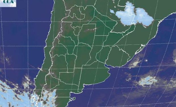 En la foto satelital no se aprecian las nubes bajas.