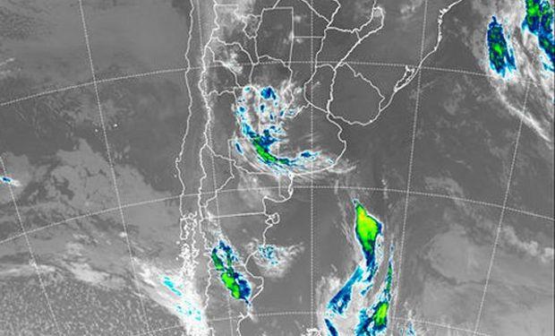 Se aprecia como la zona de inestabilidad que provoca el frente comienza a afectar el centro sur de Córdoba, San Luis, La Pampa y sudoeste de Buenos Aires.
