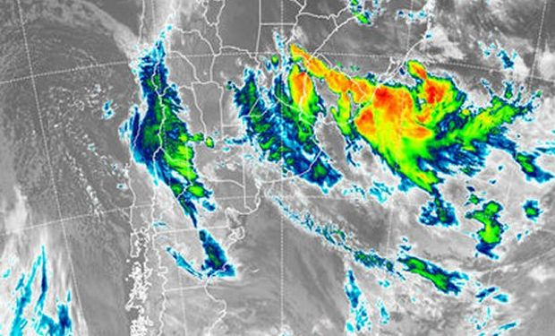 En la imagen satelital, pueden apreciarse las tormentas que afectan el sur de Corrientes y buena parte del este entrerriano.