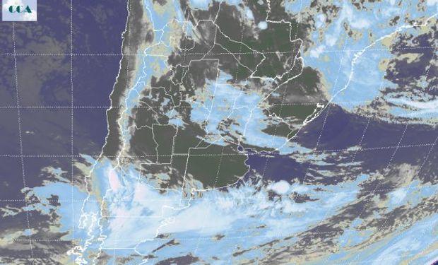 En el recorte de la Imagen Satelital pueden observarse diferentes regiones del país con presencia de distinta nubosidad.