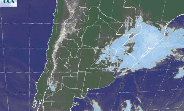 En el recorte de imagen satelital, puede apreciarse como el mal tiempo se concentra sobre la provincia de Corrientes.